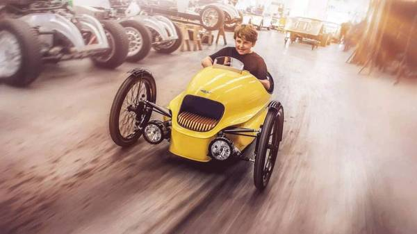 Morgan EV3 Junior: retro electric three wheels scooters for kids